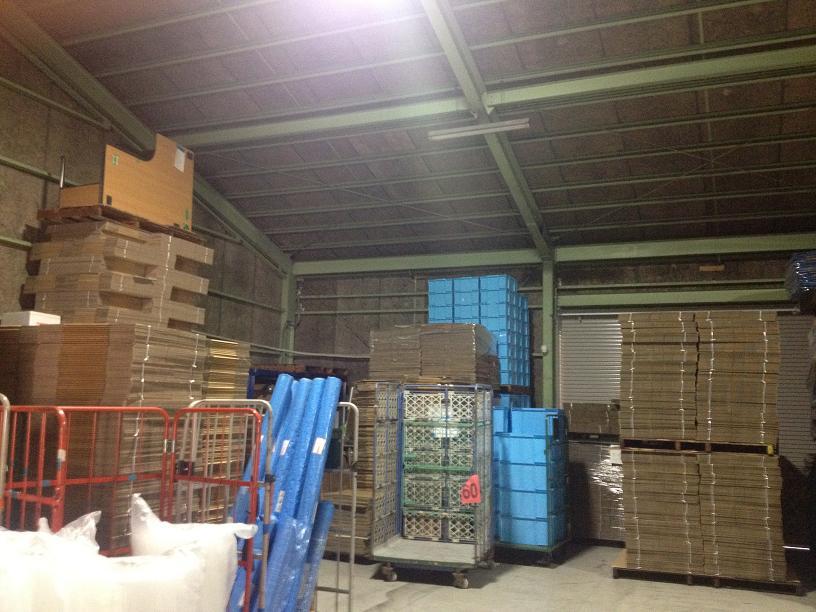 8.倉庫左下荷物と地面