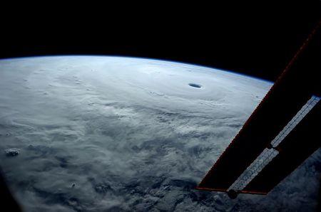 台風19号の宇宙ステーションからの写真